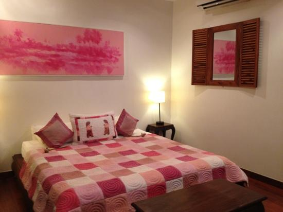 Alliance Boutique Villa: the pink room