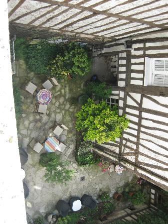 Hotel de la Cathedrale : Courtyard taken from our bedroom