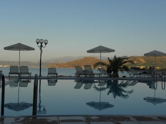 Balos Beach: piscina a sfioro con affaccio sulla baia di Kissamos