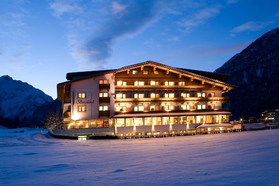 Hotel Bergland: Hotelansicht   Copyright by AlpLine