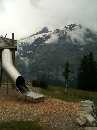 Grindelwald, Zwitserland: A play ground, mid way to the top