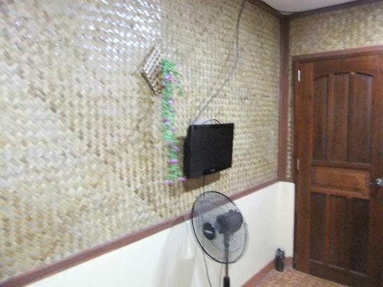 Tres Pension: 電視和電風扇