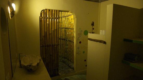 Mandala Bali Bungalow: バスルーム
