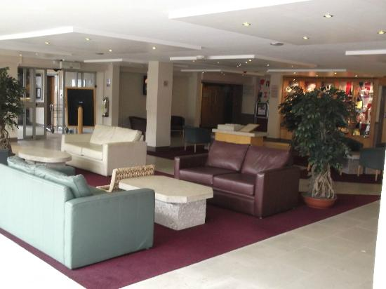 The Heights Hotel: Lounge & reception area