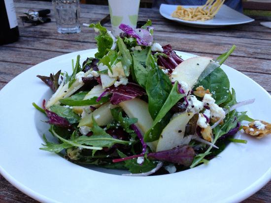 Olio Bello: Pear, apple, goats cheese salad