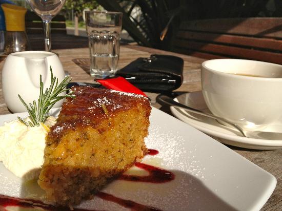 Olio Bello: Lemon and rosemary cake