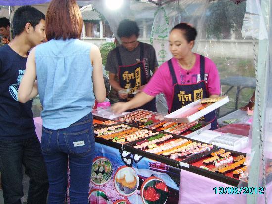 Hua Raw Night Market: One of the many food stalls