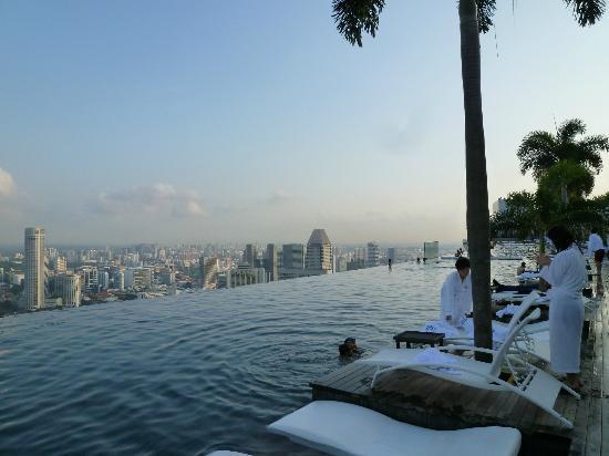 シンガポール ホテル プール