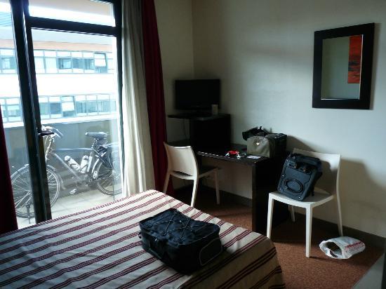ResidHotel Lyon Lamartine: La chambre et le balcon