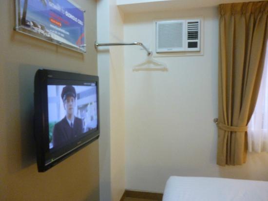 Red Planet Manila Makati: Flat screen TV