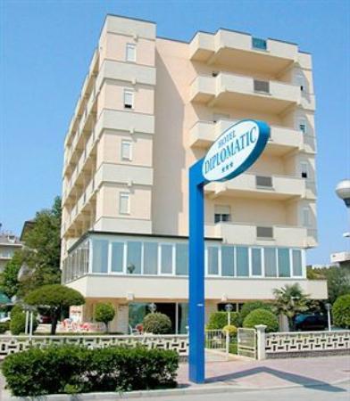 ディプロマティック ホテル