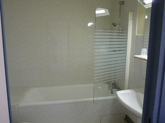 hotel restaurant la chaumiere voiron france voir les tarifs et 32 avis. Black Bedroom Furniture Sets. Home Design Ideas