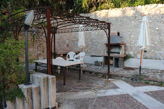 Residence Villa Vinco: Barbecue fuori