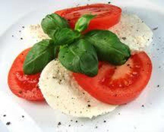 Sardella's Italian Restaurant: Caprese Salad
