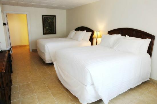 Oceans 2700 Hotel: Queen Guest Room