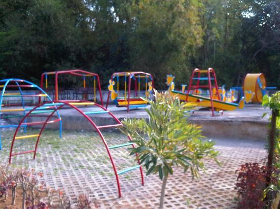 Vanda Gardenia: taman anak