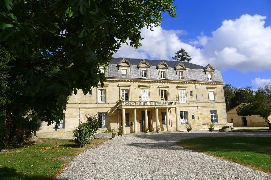Chateau Pomys: fronton du château