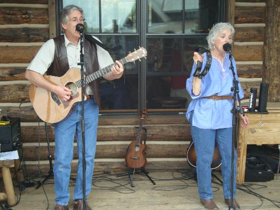 The Lodge and Spa at Brush Creek Ranch: Great Entertainment