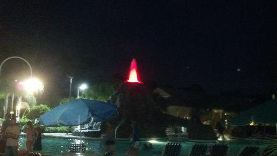 Cypress Pointe Resort: The Volcano in the pool!