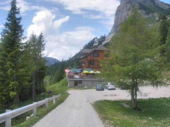Loser Alm: Loser Hütte, on arrival early June