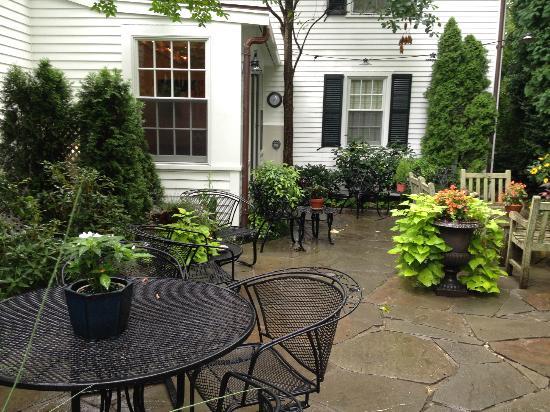 The Hob Knob: Garden