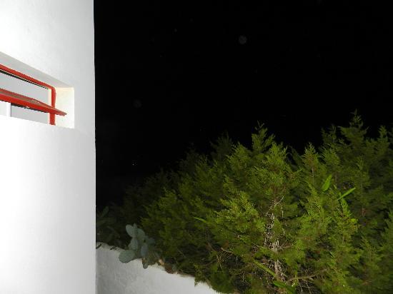 La Gaviota : Anochecer en los apartamentos