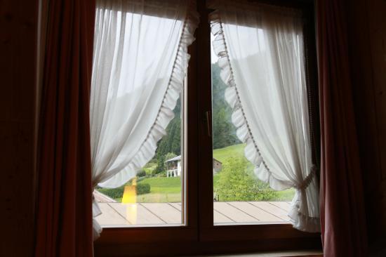 Garni Patrizia : finestra della camera