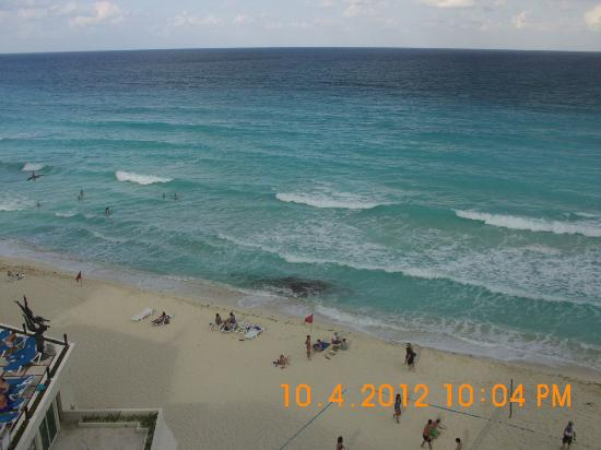 Oleo Cancun Playa: perfect blue sea