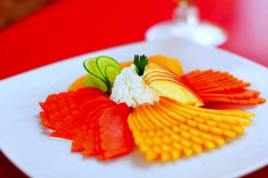 Grand City Hotel: Un suculento y refrescante plato de frutas