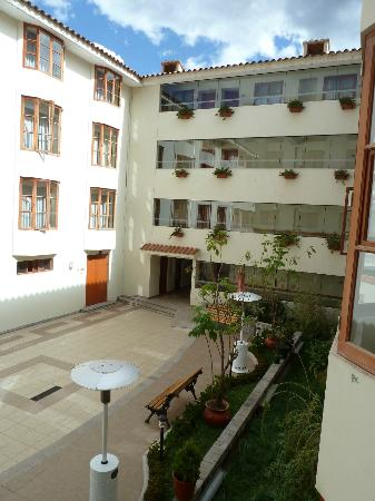 Eco Inn Cusco: External courtyard (rear entrance)