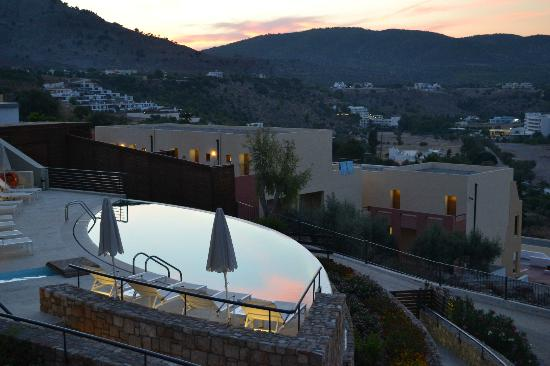 Lindos Blu: Evening view of the smaller pool