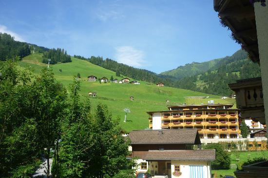 Hotel Bergzeit: dal balcone