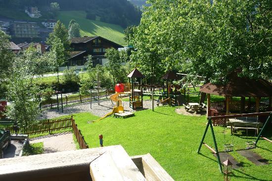 Hotel Bergzeit: parco giochi dell'hotel