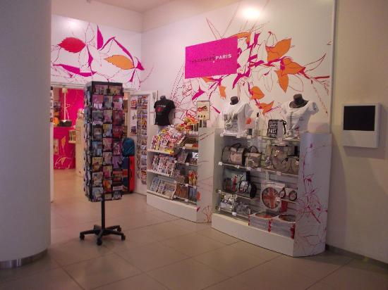 Novotel Paris Est: Gift shop