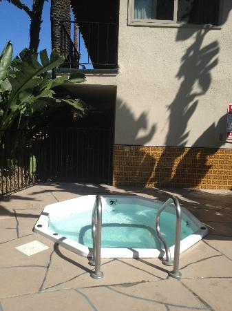 Inn by the Harbor: Jacuzzi