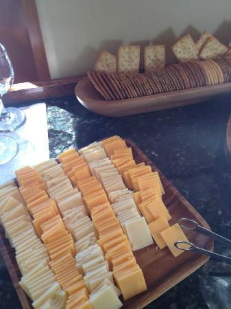 Inn by the Harbor: Wein und Käse am Nachmittag in der Lobby