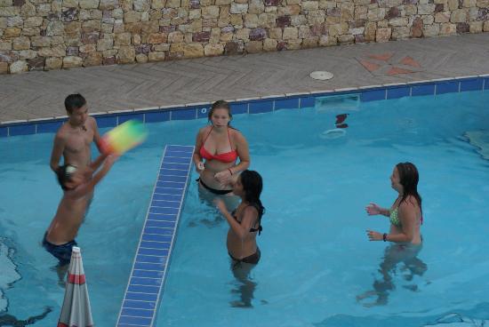 Glikadi Hotel: UNICEF :))) Romanian, Turkish, Greek, Polish