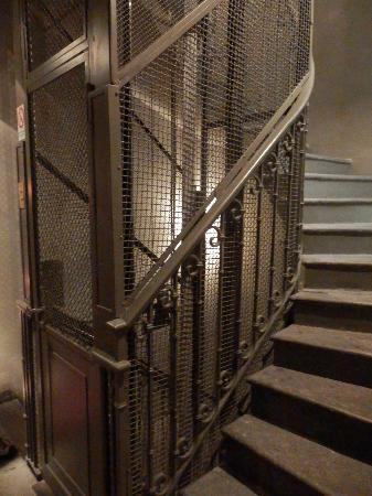 Palazzo Segreti: Old lift and stairs