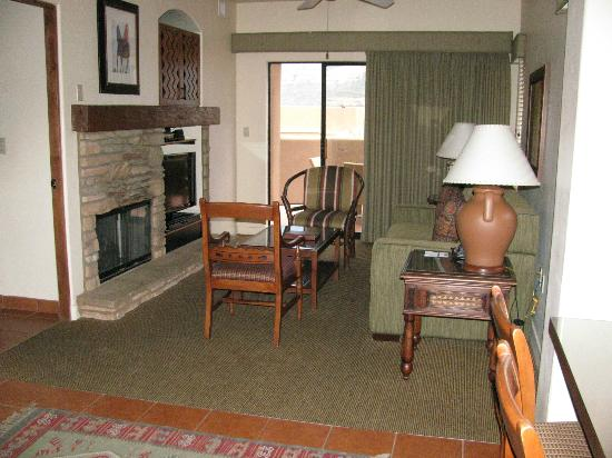 Hyatt Residence Club Sedona, Pinon Pointe: Living area towards the balcony