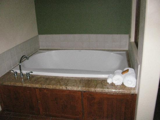 Hyatt Pinon Pointe: Jetted tub