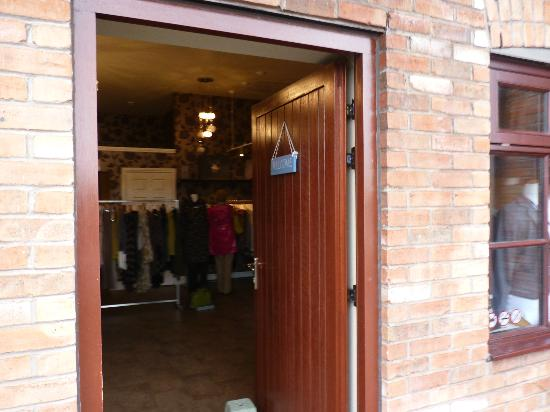 Barton Marina : Shop entrance