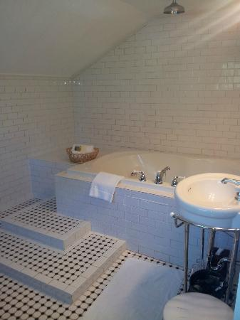 Wine Way Inn: Fab Bathroom