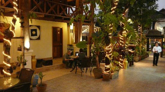 MyLaoHome Boutique Hotel: rez de chaussée entrée de l'hotel