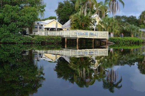 Flip Flop Cottages: On Heron Lagoon!