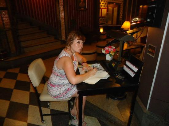 Atlanta Hotel: Writing desk in the lobby