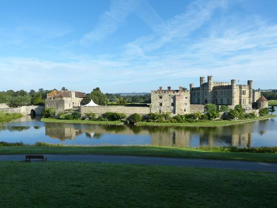 Leeds Castle Stable Courtyard Bed & Breakfast: Peace before the visitors arrive