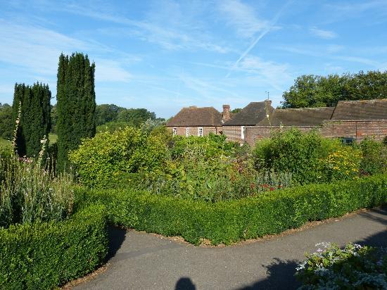 Leeds Castle Stable Courtyard Bed & Breakfast: Culpepper garden