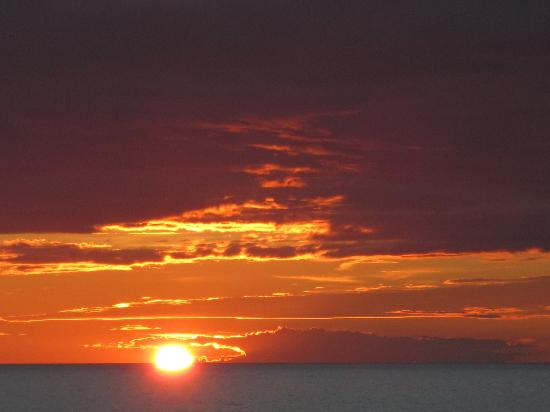 Parkview Cottages : Another beautiful Ludington, Mi. sunset