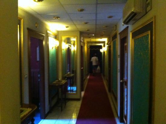 Hotel Villa Romeo: Gang