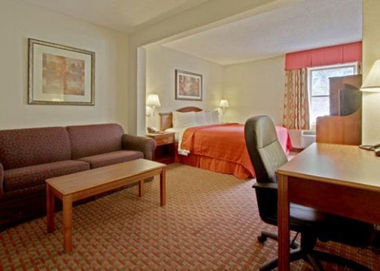 Quality Inn & Suites: VA